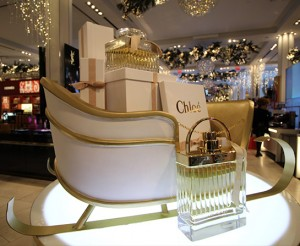 Retail-Chloe-Dimensional-Sled-Macys-New-York-City-Holiday-2016-1
