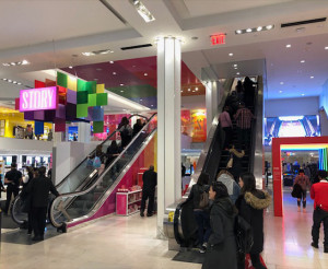 Story_Macys_Instore_Branded Environment1
